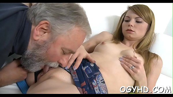 Mature man eating pussy