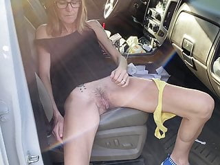 Mature white wife flash pussy